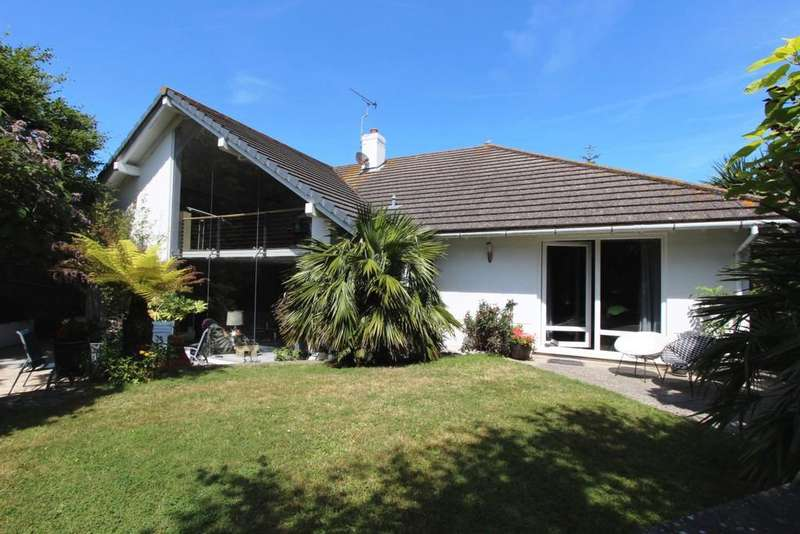 4 Bedrooms Detached House for sale in Lawn Road, Walmer, CT14