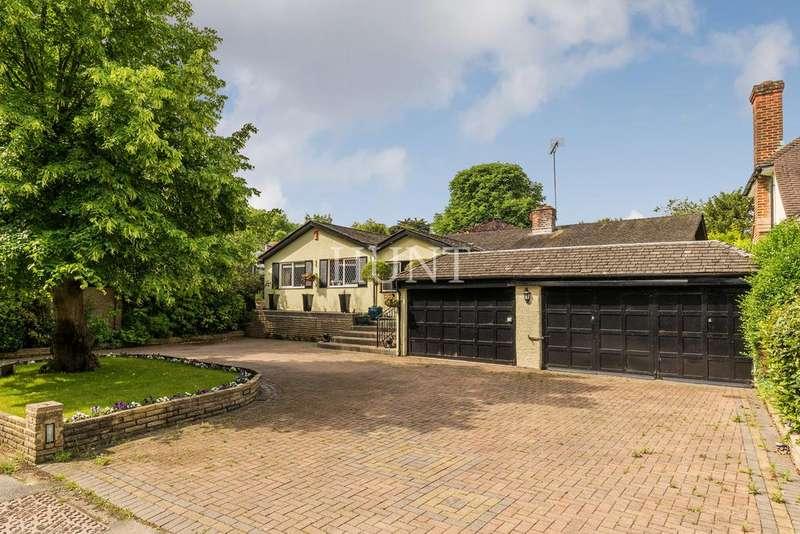 3 Bedrooms Detached Bungalow for sale in Grove Lane, Essex IG7