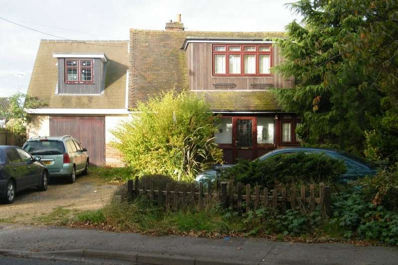 4 Bedrooms Detached House for sale in Shawfield Road, Ash, GU12