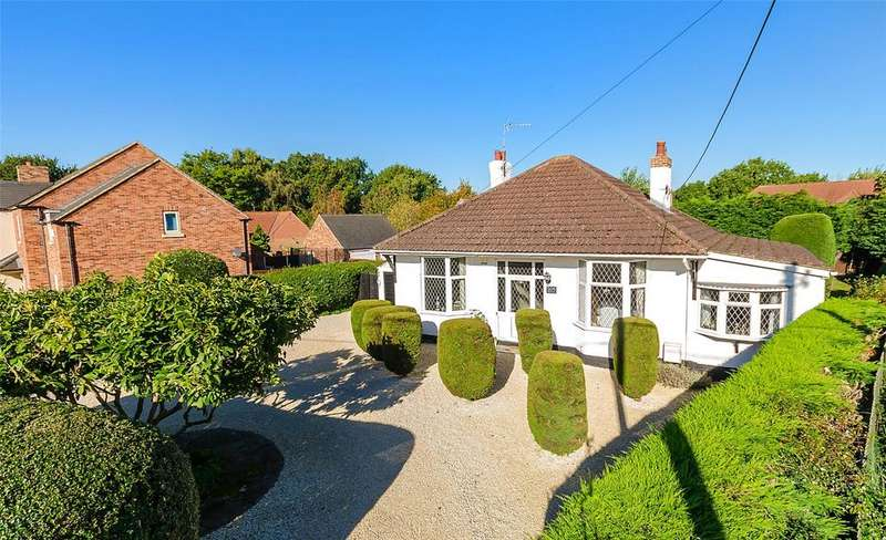 3 Bedrooms Detached Bungalow for sale in Newark Road, South Hykeham, LN6