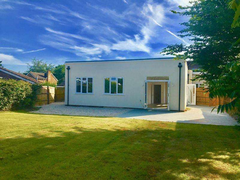 2 Bedrooms Apartment Flat for sale in New Pond Road, Holmer Green