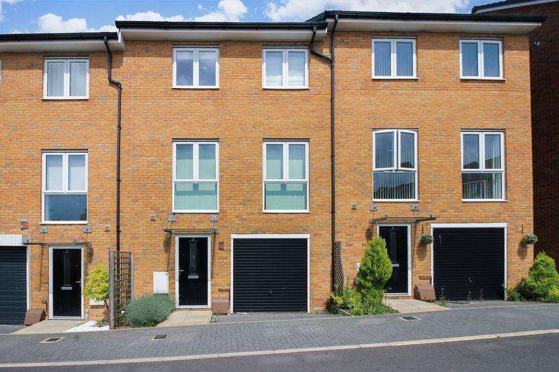 5 Bedrooms Terraced House for sale in Challney Close, Luton