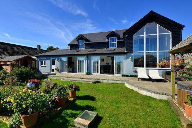 4 Bedrooms Detached House for sale in Capel Street, Capel-le-Ferne, Folkestone, CT18