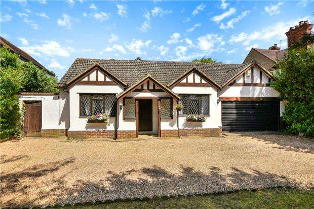 4 Bedrooms Detached Bungalow for sale in Bath Road, Taplow, Maidenhead