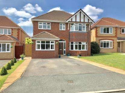 5 Bedrooms Detached House for sale in Turnberry Avenue, Wrexham, Wrecsam, LL13
