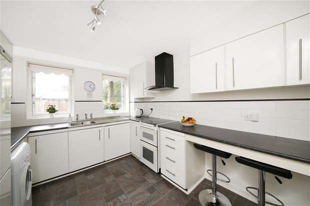 3 Bedrooms Terraced House for sale in Colvin Close, Sydenham