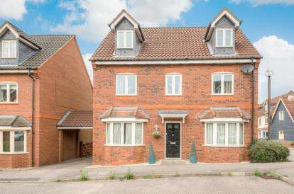 5 Bedrooms Detached House for sale in Foxley Place, Loughton, Milton Keynes