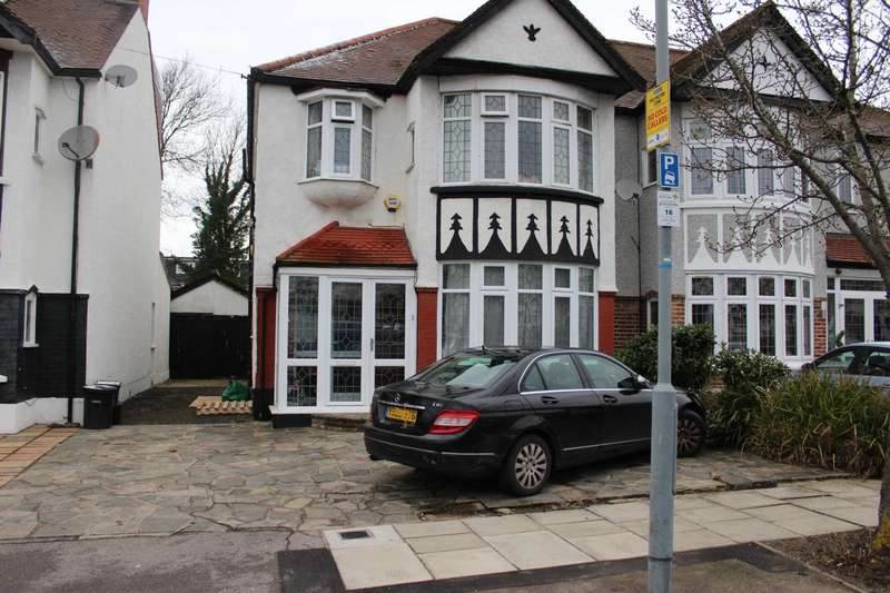 3 Bedrooms House for sale in Highwood Gardens, Ilford, IG5 0AY
