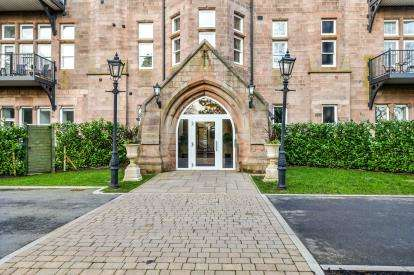 2 Bedrooms Flat for sale in South Wing, The Residence, Kershaw Drive, Lancaster, LA1