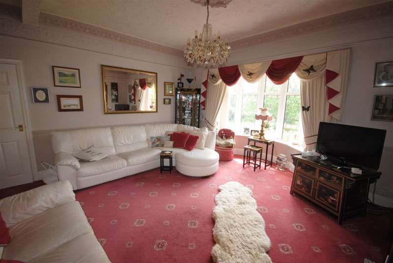 2 Bedrooms Detached Bungalow for sale in Wigan Road, Standish, Wigan.