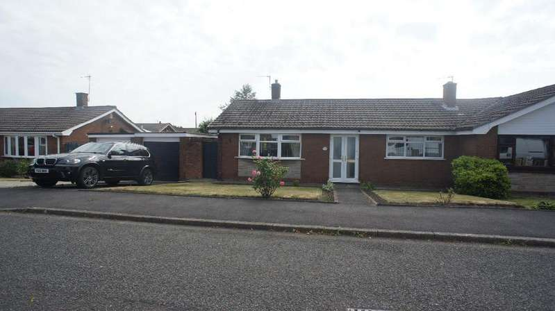 2 Bedrooms Semi Detached Bungalow for sale in Walpole Grove, Warrington