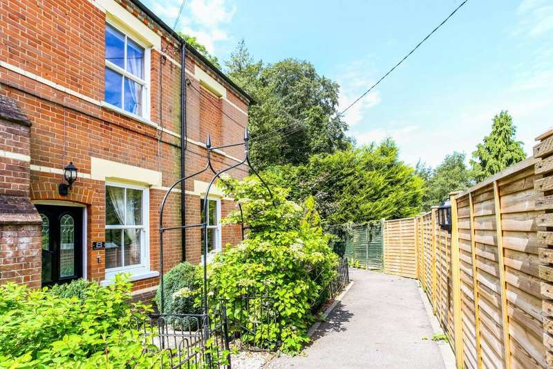 2 Bedrooms End Of Terrace House for sale in Pembroke Mews, Sunninghill