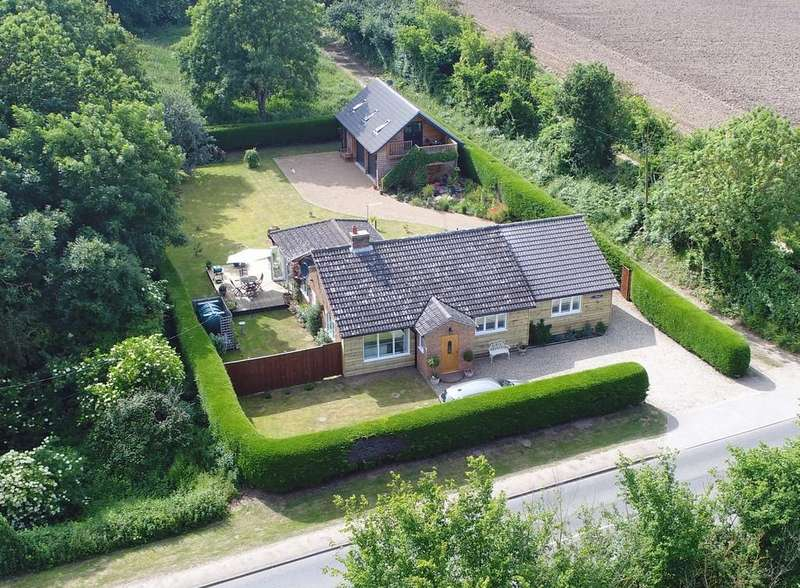 4 Bedrooms Detached Bungalow for sale in Church Road, Snape, Saxmundham