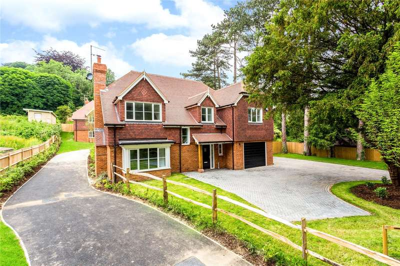 4 Bedrooms Detached House for sale in Welcomes Road, Kenley, CR8