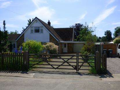 3 Bedrooms Detached House for sale in Lower Church Road, Skellingthorpe, Lincoln, Lincolnshire