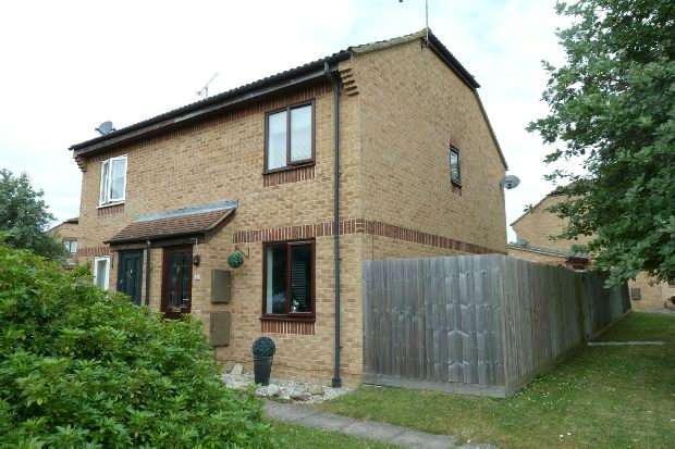 2 Bedrooms Semi Detached House for sale in Blackwater Close, Spencers Wood, Reading