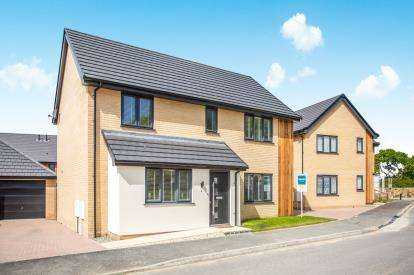 4 Bedrooms Detached House for sale in Oulton, Lowestoft, Suffolk