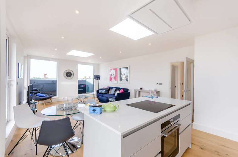 2 Bedrooms Penthouse Flat for sale in Crystal Palace Road, East Dulwich, SE22
