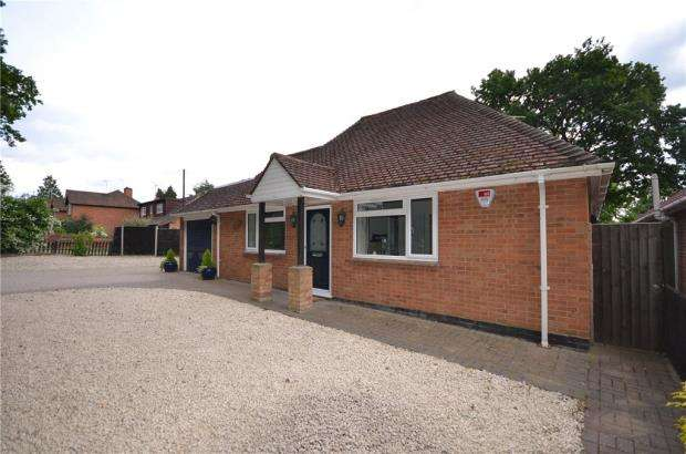 2 Bedrooms Detached Bungalow for sale in Grant Road, Crowthorne, Berkshire