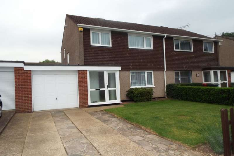 3 Bedrooms Semi Detached House for sale in Layburn Crescent, Langley, Slough, SL3