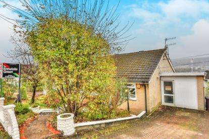 2 Bedrooms Bungalow for sale in Otterburn Grove, Burnley, Lancashire, BB10