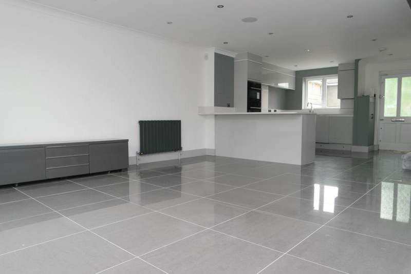 3 Bedrooms End Of Terrace House for sale in Stanley Close, New Eltham, SE9
