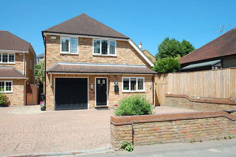 3 Bedrooms Detached House for sale in Gold Hill North, Chalfont St. Peter, SL9