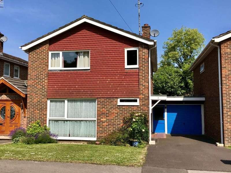 4 Bedrooms Detached House for sale in Garnet Court - level walk to High Street, Station River Thames