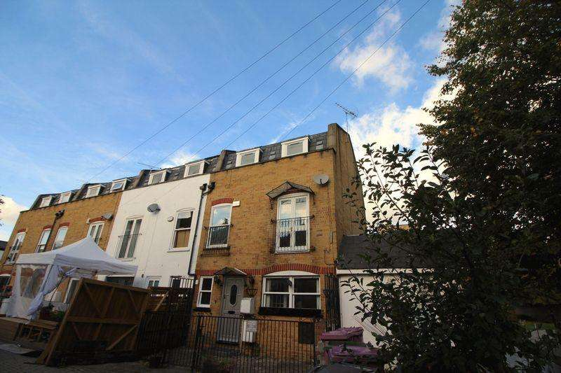 5 Bedrooms Terraced House for sale in Ford Close, Bow E3
