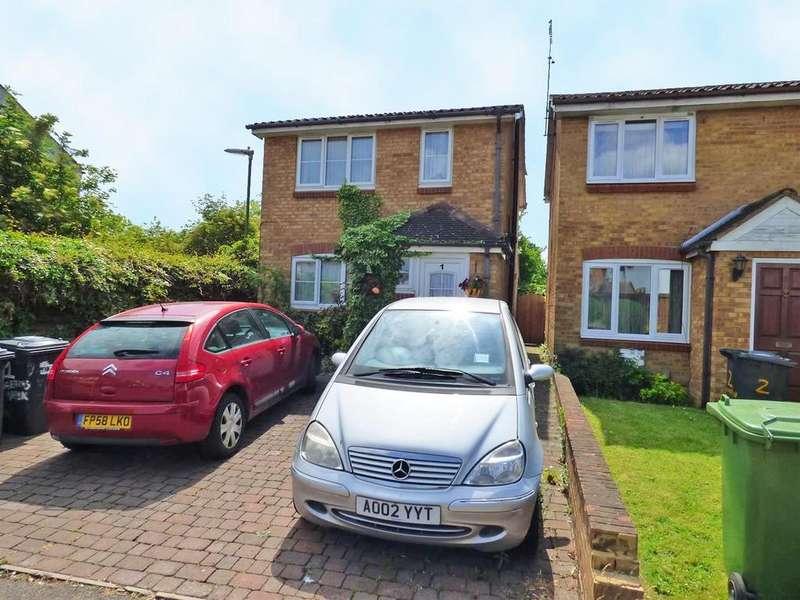 3 Bedrooms Detached House for sale in Martins Walk, Borehamwood
