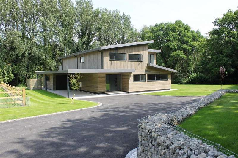 4 Bedrooms Detached House for sale in Dreaming of your own Grand Design?