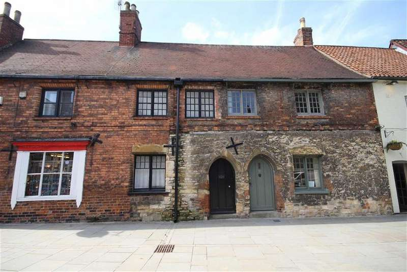 2 Bedrooms Terraced House for sale in Bailgate, Lincoln, Lincolnshire
