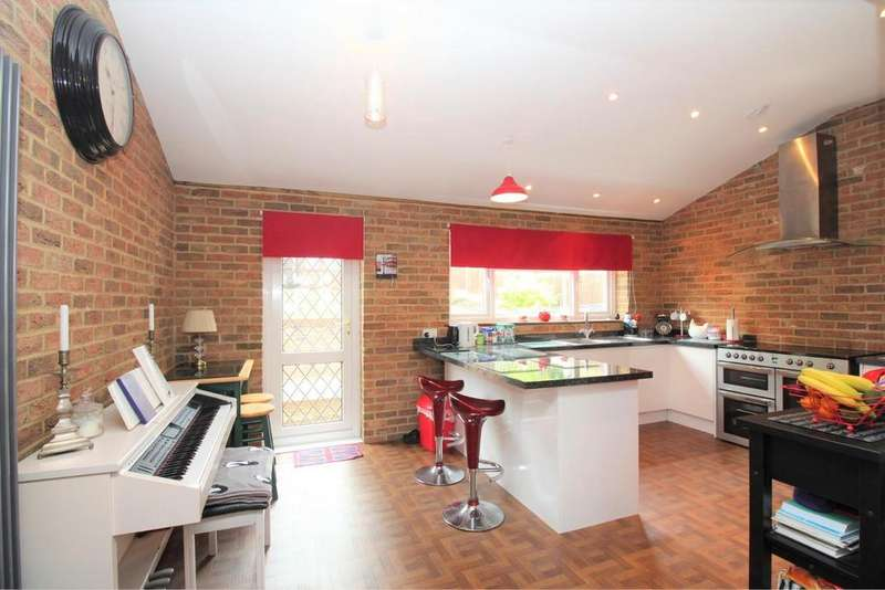 3 Bedrooms Semi Detached House for sale in Brownspring Drive, New Eltham