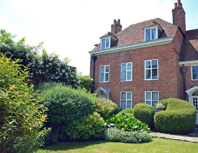 5 Bedrooms End Of Terrace House for sale in Quadrille Court, St. Thomas Street, Lymington, Hampshire, SO41