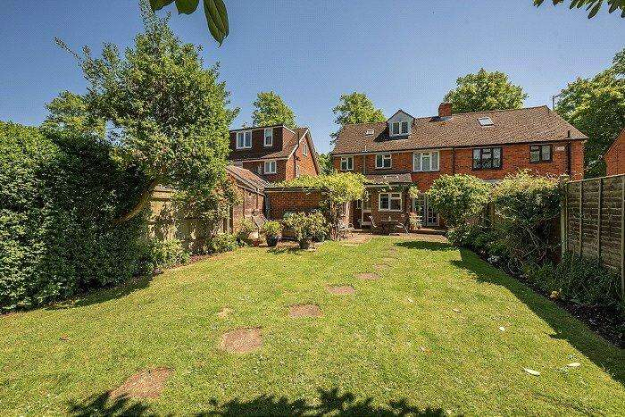 4 Bedrooms Semi Detached House for sale in Manor Park Avenue, Princes Risborough, Buckinghamshire, HP27