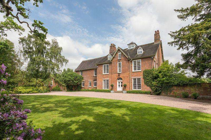 8 Bedrooms Detached House for sale in Stunning small country estate with Grade II Georgian house