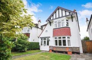 4 Bedrooms Detached House for sale in Lloyd Park Avenue, Croydon