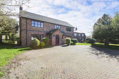 4 Bedrooms Detached House for sale in Moston Road, Ettiley Heath, Sandbach, Cheshire