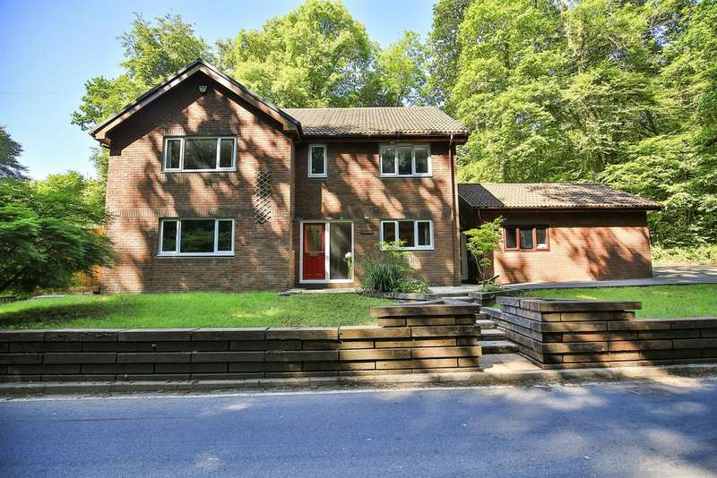 5 Bedrooms Detached House for sale in Main Road, Gwaelod-Y-Garth, Cardiff