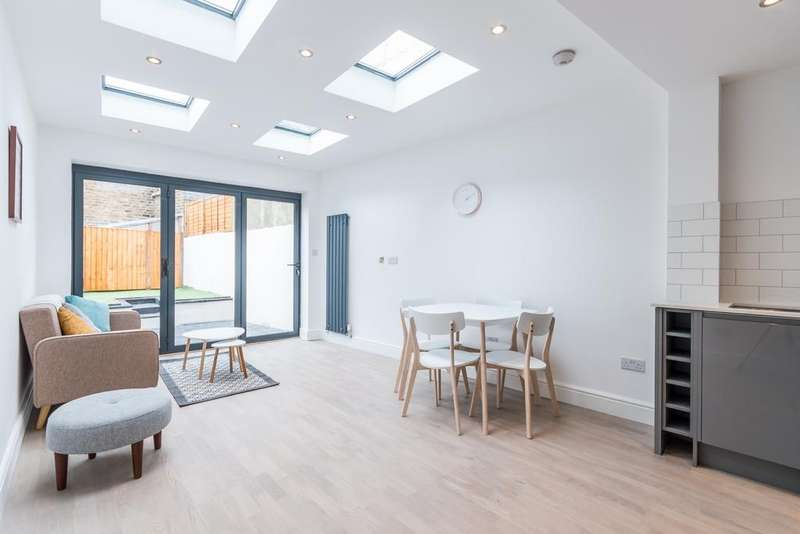 2 Bedrooms Flat for sale in Crystal Palace Road East Dulwich SE22