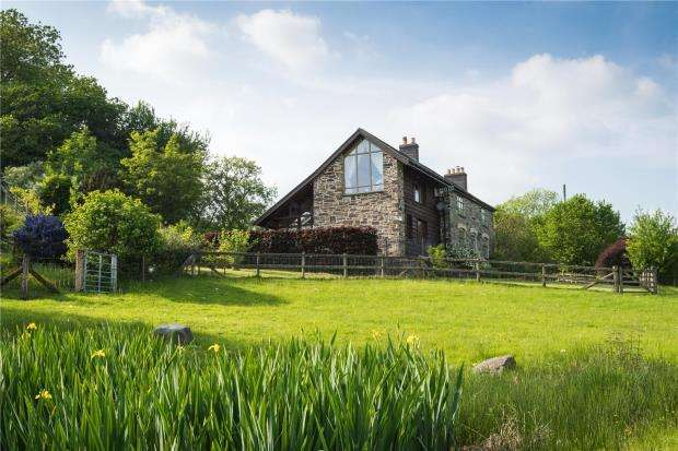 3 Bedrooms Detached House for sale in Hughescote, Trefeglwys, Caersws, Powys