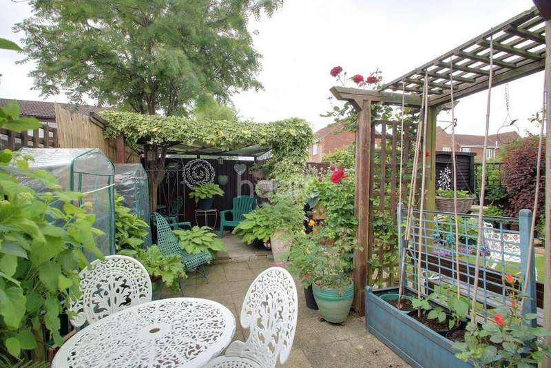 3 Bedrooms Semi Detached House for sale in Woodgate Rd, Leverington