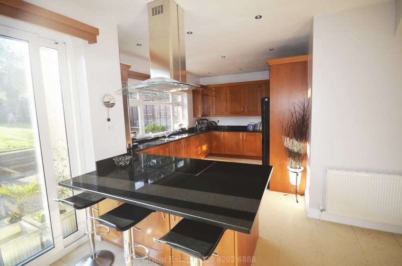 4 Bedrooms Semi Detached House for sale in Chatsworth Avenue, London