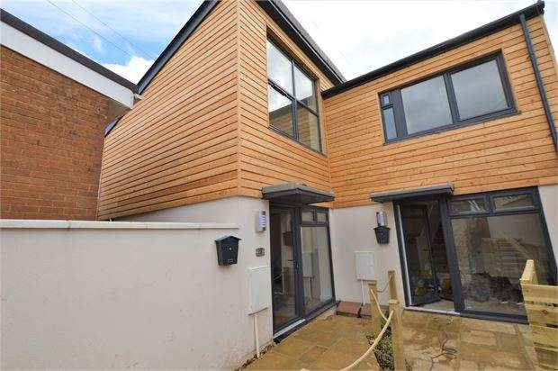 2 Bedrooms Mews House for sale in Summerland Cottages, Newton Abbot, Devon. TQ12 2LB