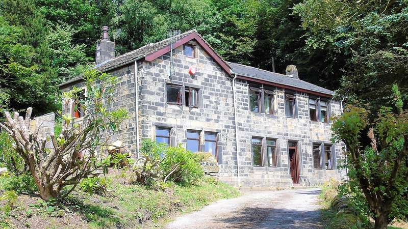 4 Bedrooms Detached House for sale in Hough Stones Farm, Broad Gate, Todmorden, OL14