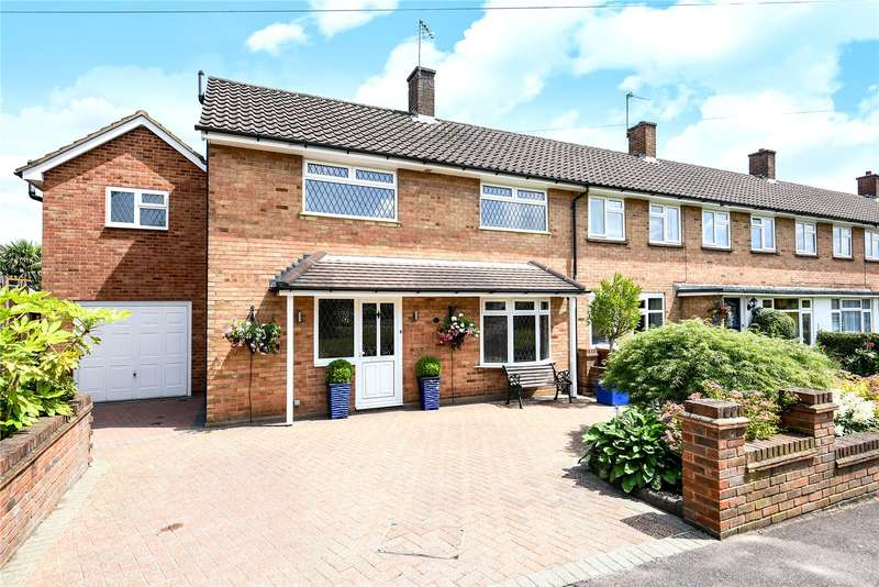 4 Bedrooms Semi Detached House for sale in Durrants Drive, Croxley Green, Rickmansworth, Hertfordshire, WD3