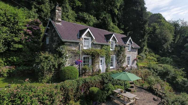 3 Bedrooms Detached House for sale in Harlech, LL46