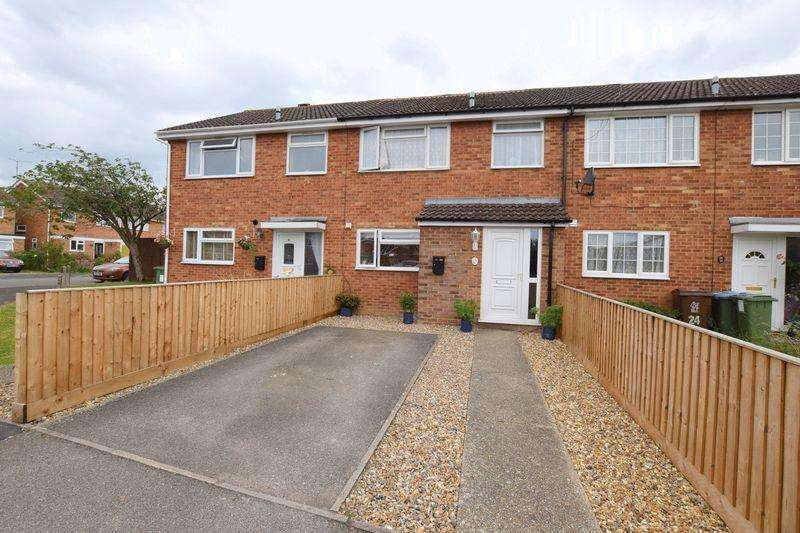 3 Bedrooms Terraced House for sale in Orwell Drive, Aylesbury