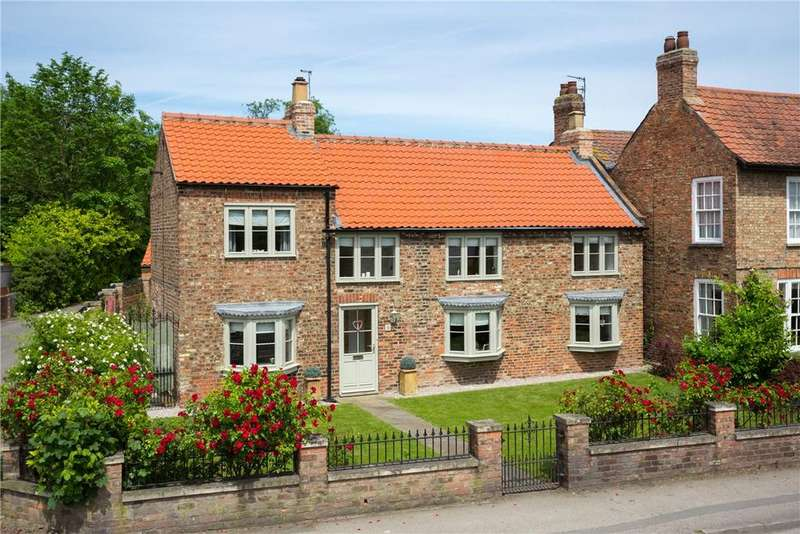4 Bedrooms Detached House for sale in The Village, Strensall, York, North Yorkshire, YO32