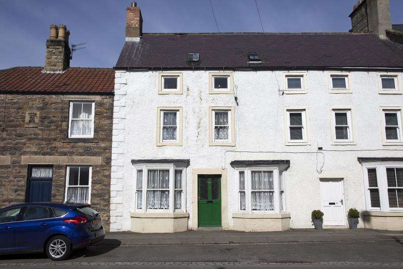 4 Bedrooms Terraced House for sale in 35 Front Street, Staindrop